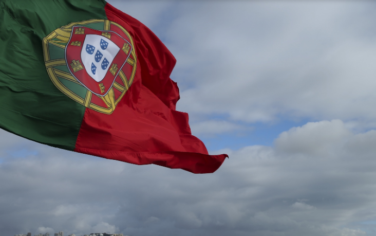 """Nacionalidade de netos e cônjuges de portugueses simplificada e """"mais justa"""" por lei aprovada hoje"""